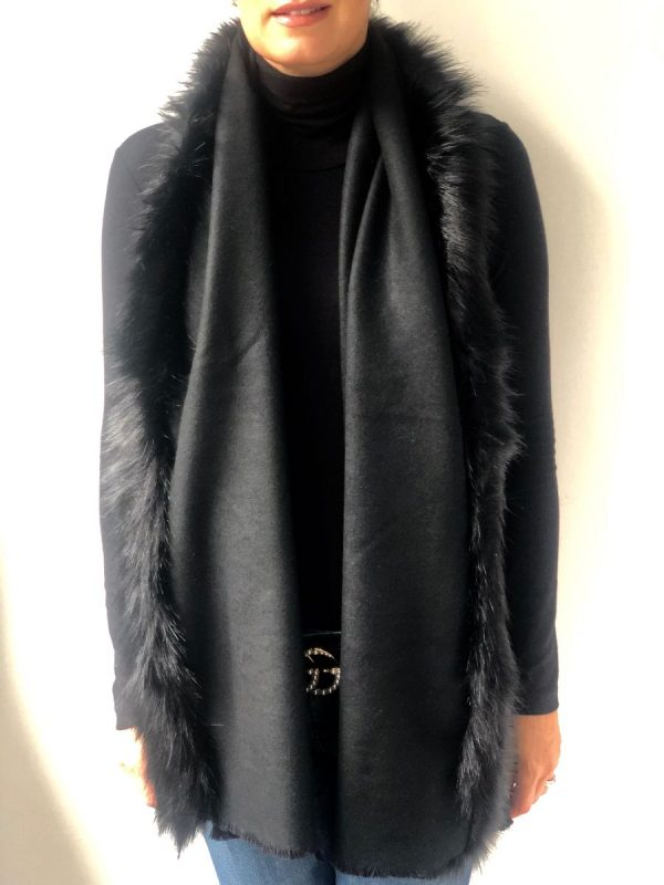 Little Red Kiss | Fashionable and Affordable Accessories | Fraas Black Faux Fur Wrap